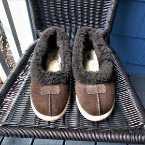 UGG Indoor/Outdoor Brown Suede Fur Lined Slippers